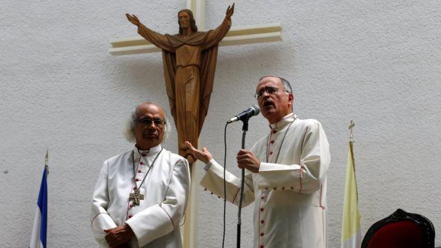 El cardenal Leopoldo Brenes y Silvio Báez, obispo de Managua.