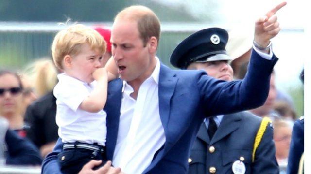 принц Джордж с папой