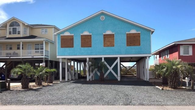 Boarding up under way in Holden Beach, North Carolina