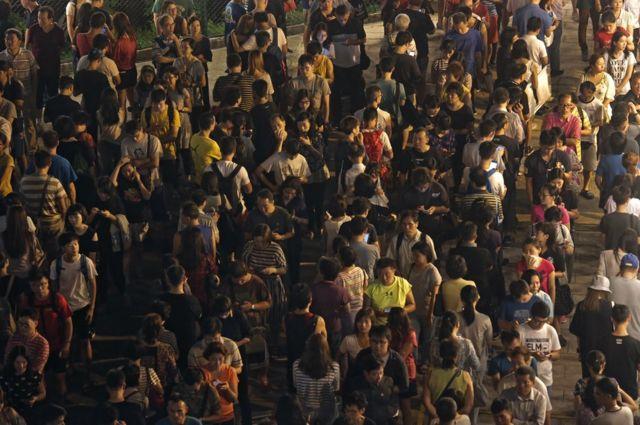 投票所前に長蛇の列。選挙管理委員会の準備不足が批判された(4日)