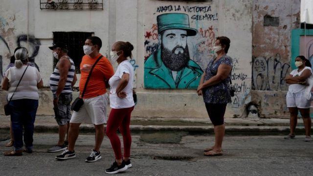 Colas en Cuba.