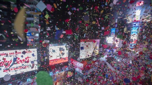 New York-da Yeni il gecəsi göydən konfet yağıb
