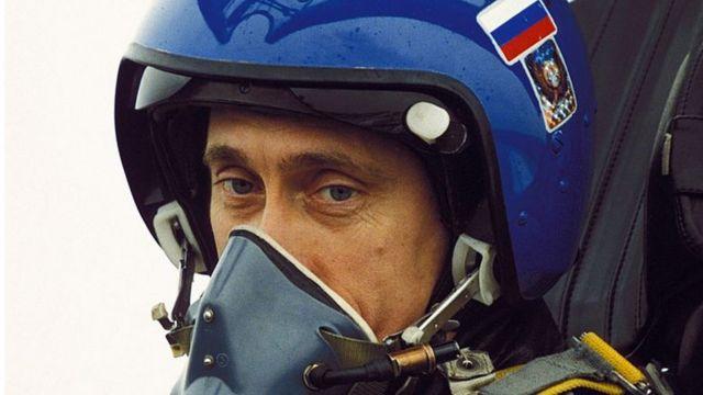 Putin akiendesha ndege ya kijeshi