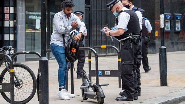 Рассекать по Лондону на собственном электросамокате запрещено - можно нарваться на штраф