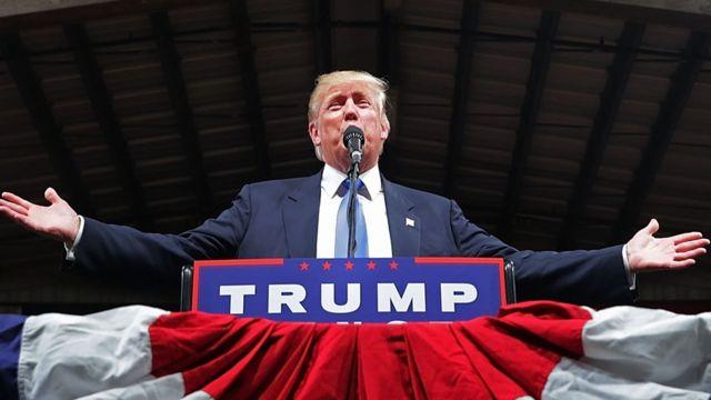 Donald Trump habla en un mitin en Carolina del Norte.