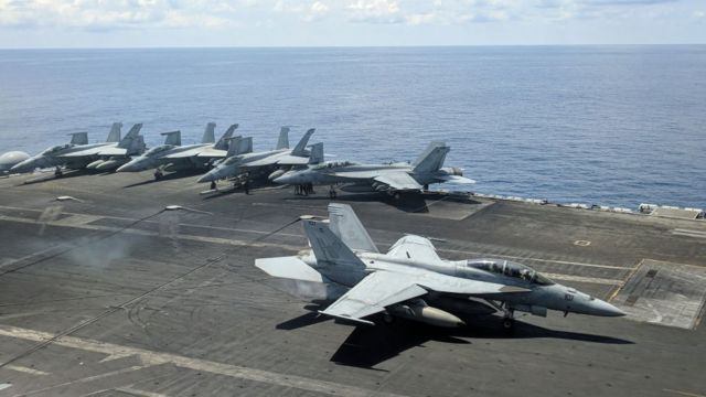 Tàu sân bay USS Ronald Reagan (Mỹ) tiến vào Biển Đông