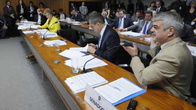 Após aprovação por Câmara e Senado (acima) e sanção por Dilma, STF julga uma ação que questiona a lei que libera o porte, o uso, a distribuição e a fabricação da substância