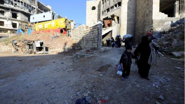 فارون من العنف في حلب.
