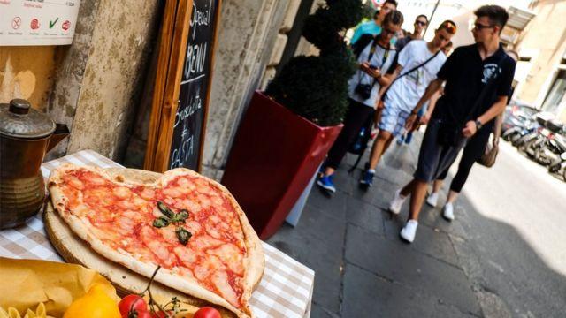 Недоеденная пицца в Риме