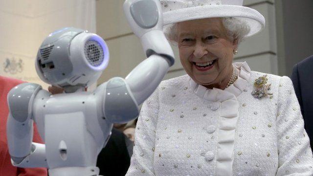 Robot waves at Queen