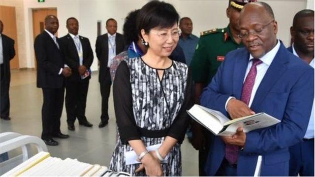 Magufuli na Balozi China Wang Ke