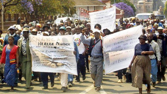 L'Association des collaborateurs de la guerre du Zimbabwe manifeste à Harare 28 Septembre 2005 pour le paiement de leur salaire.