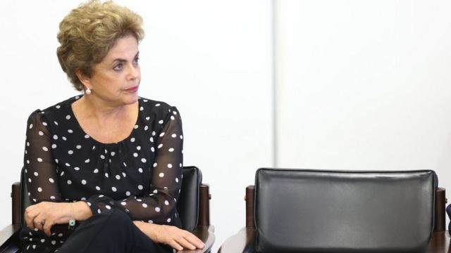 Afastamento de Dilma dos parlamentares agravou marcha do impeachment