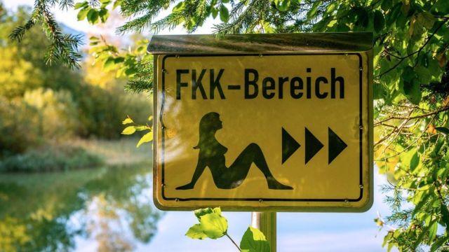 Placa indicando FKK