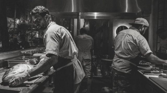 Pedro Abascal en su restaurante de Playa del Carmen