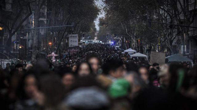 Protesta de mujeres por el aborto en Argentina