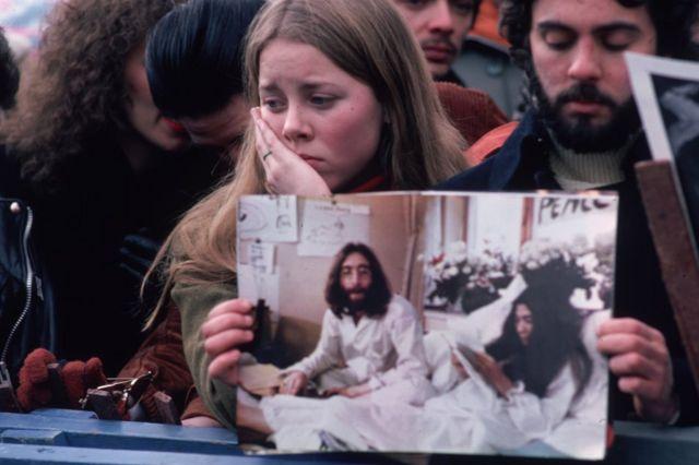 Fãs de Lennon em luto reunidos no Central Park