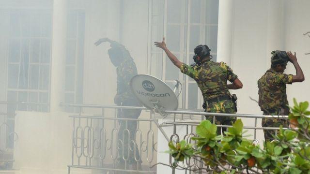 در جریان یورش ماموران به خانه ای در کلمبو بمبی منفجر شد