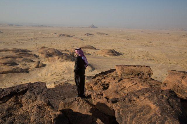 Homem no Deserto de Al Ula