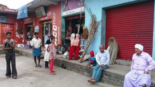 भेलवाड़ा गांव में नोटबंदी से परेशान लोग