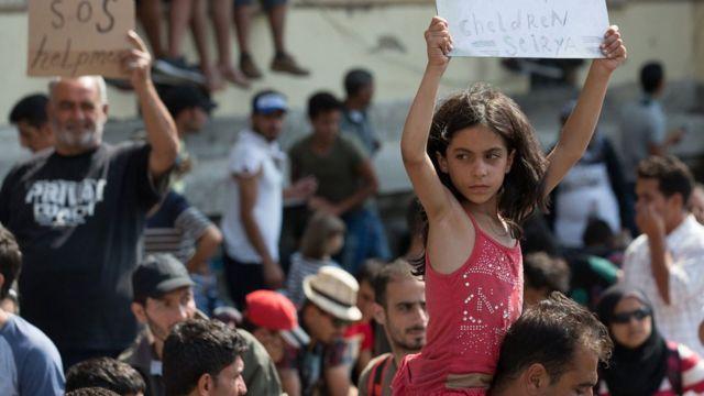 Сирийская девочка в Будапеште в сентябре 2015 года