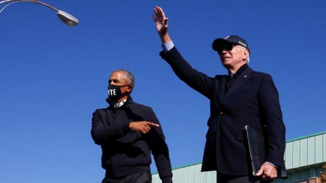 Barack Obama y Joe Biden en un evento de campaña en Flint, Michigan, el 31 de octubre.