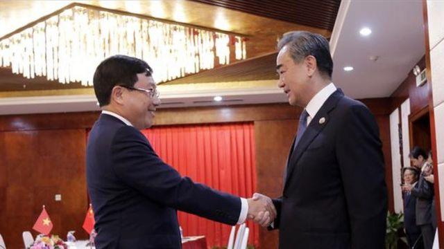 Trong cuộc gặp với Bộ Ngoại giao VN, ông Vương Nghị cũng đềnghị Việt Nam sớm khôi phục việc đi lại của công dân Trung Quốc sang Việt Nam