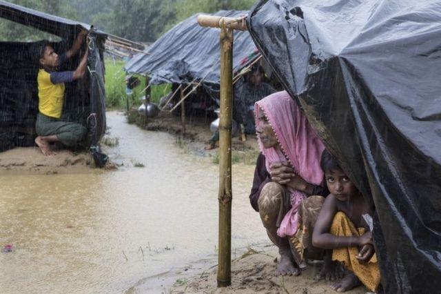 Di Bangladesh, para pengungsi Rohingya juga dibatasi geraknya.