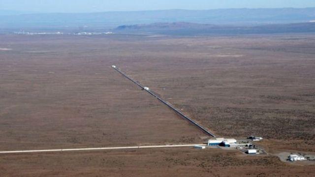 อุปกรณ์สังเกตการณ์ LIGO ในเมืองแฮนฟอร์ดของสหรัฐฯ