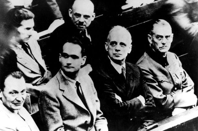 Goering, Hess, Ribbentrop y Keitel en Nuremberg.