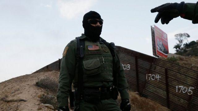 Agente de Patrulla Fronteriza en San Diego.