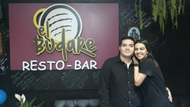 Brayan Ching y Jessica Cochrane emigraron a Lima, donde montaron un restaurante.
