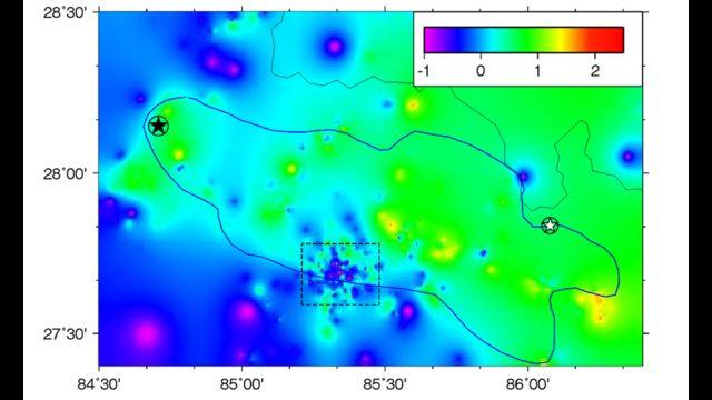 यो चित्रमा नीलो/बैजनी रङ्गले कम्पन घटेका काठमाण्डू उपत्यका एवम् अन्य क्षेत्र र हरियो/पहेँलो रङ्गले कम्पन बढेका क्षेत्र देखाइएको छ।