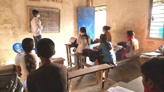 पर्साको एक विद्यालयमा पठनपाठन गराइँदै
