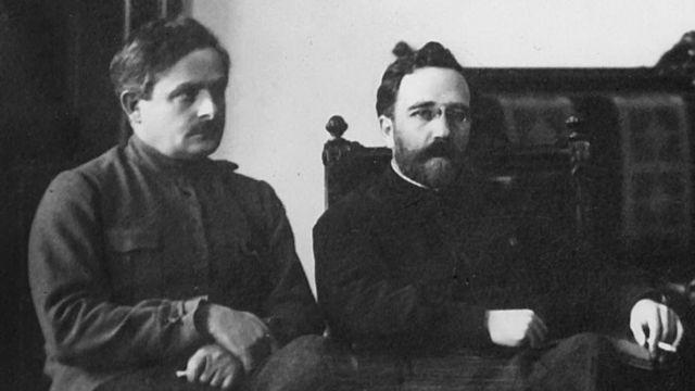 Авель Енукидзе (слева) и Лев Каменев