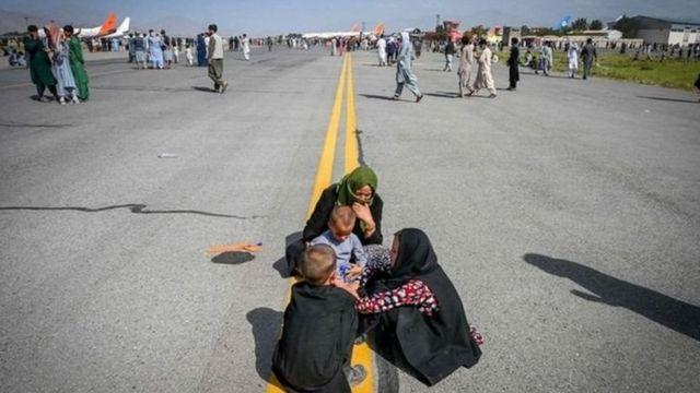afegãos na pista