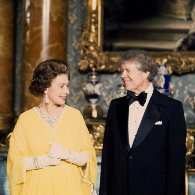 1977年,英国女王与美国总统吉米·卡特(Jimmy Carter)在白金汉宫出席国宴。