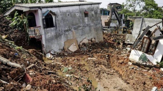 हादसे में कई घर तबाह हो गए