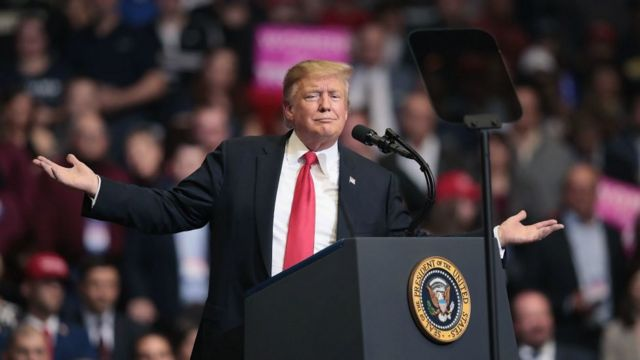 Donald Trump amenaza con cerrar la frontera si México no detiene el flujo de migrantes.
