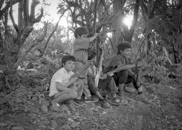 Alrededores de Aguacayo, 1992. Concentración guerrillera de la RN después de la firma de los Acuerdos.