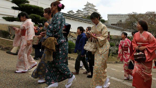 日本女性穿和服