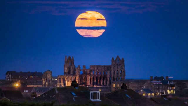 'Supermoon' brightens up skies for stargazers