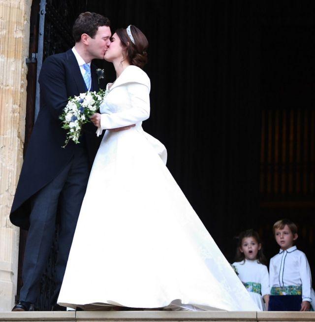 英國女王伊麗莎白二世的孫女尤金妮公主(Princess Eugenie)與傑克·布魯克班克(Jack Brooksbank)婚禮在溫莎城堡舉行。