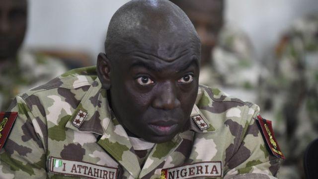 Lafiya Dole Operasyonu Komutanı Tümgeneral İbrahim Attahiru, 4 Ekim 2017'de Nijerya'nın kuzeyindeki Borno Eyaleti, Maiduguri'deki ordu karargahında konuştu.