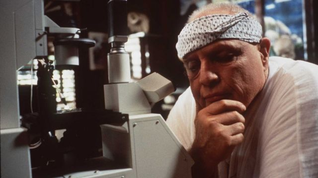 """Marlon Brando en la película """"La isla del Dr. Moreau""""."""