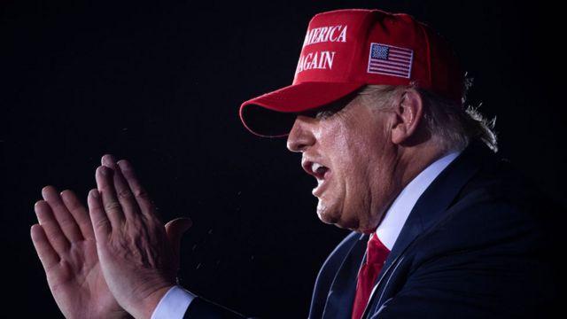 Trump bir mitingde