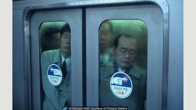 Passageiro no metrô de Tóquio