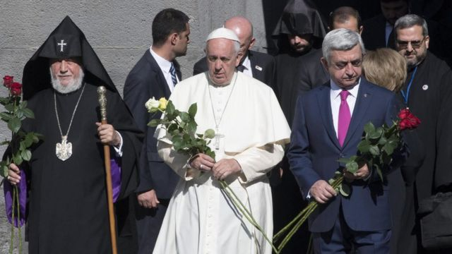 Papa Francis mu rugendo muri Armeniya