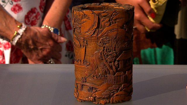 被专家估价上万英镑的清代竹笔筒