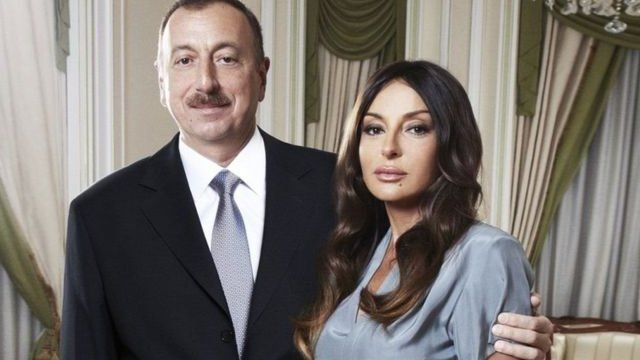 Озарбайжон президенти Илҳом Алиев ва хотини Меҳрибон Алиева.